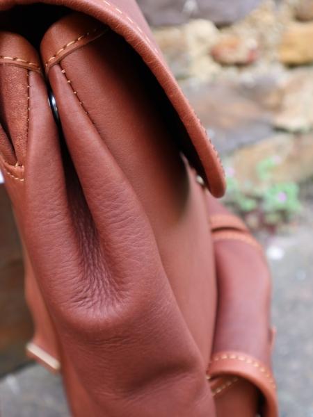 Sac à dos Larzac - Profil du Sac en cuir artisanal
